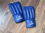 Спортивные перчатки в нормальном состоянии.